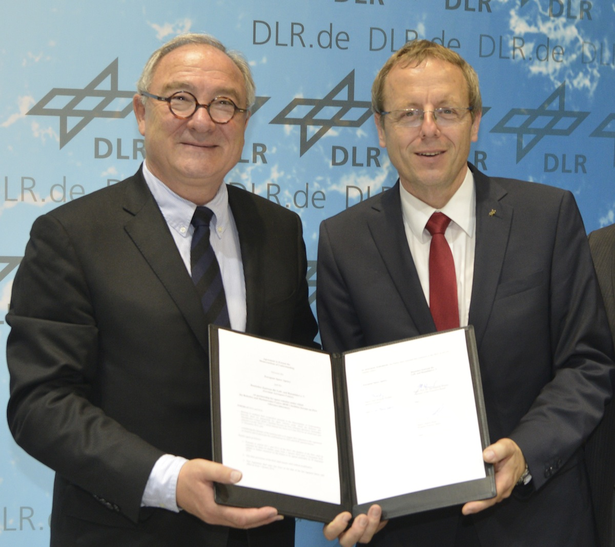 Jean-Jacques Dordain (left) will hand over the top job at ESA to Johann-Dietrich Woerner (right). Credit: ESA–M. Pedoussaut, 2014