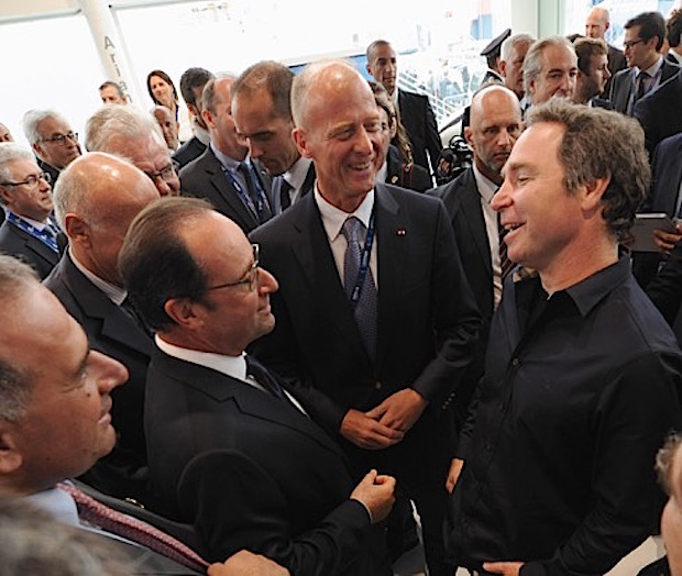 French President Francois Hollande, Airbus chief executive Tom Enders and OneWeb founder Greg Wyler meet Monday at the Paris Air Show. Credit: Airbus Group