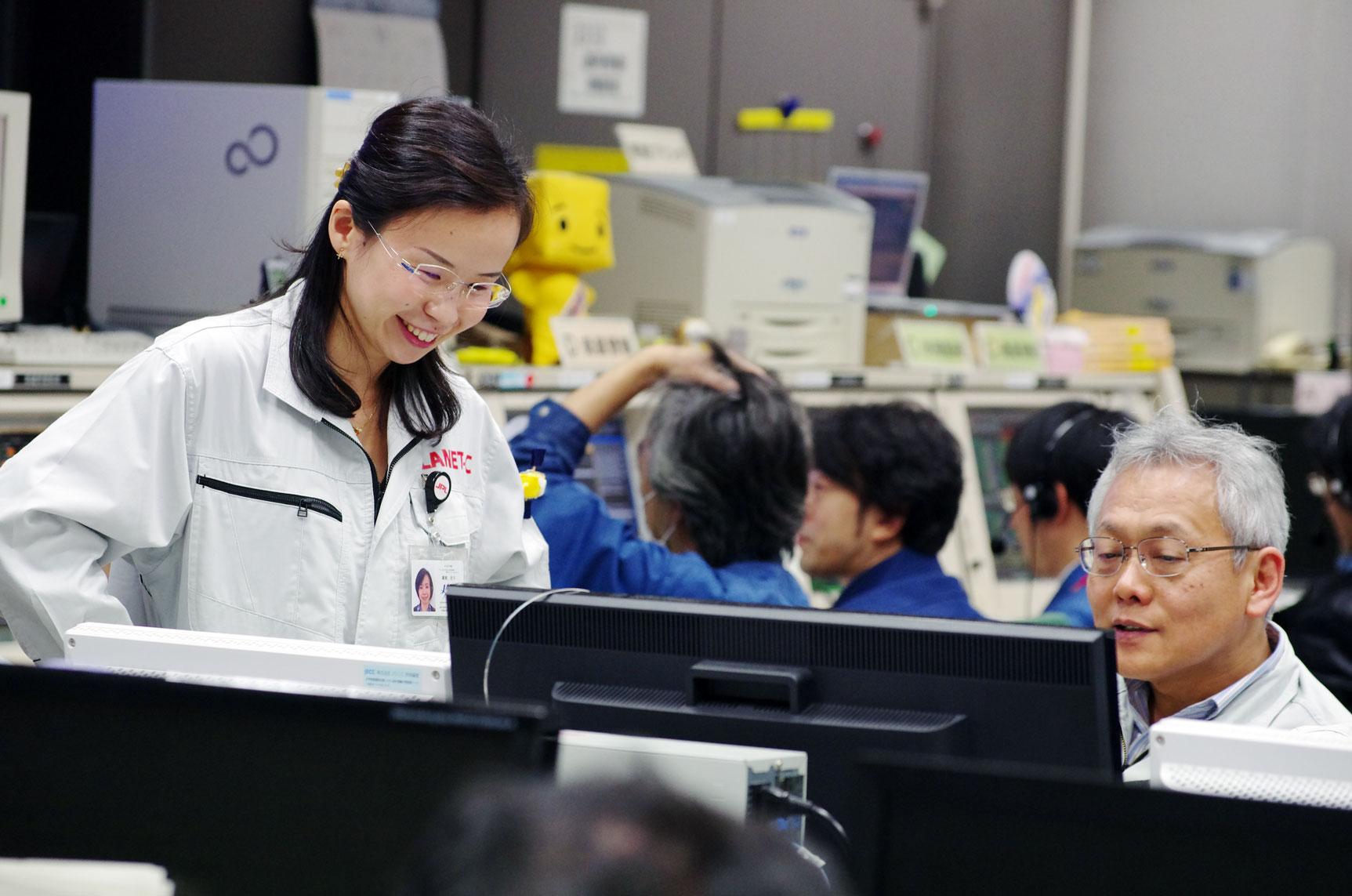 Akatsuki's ground team monitors the spacecraft's arrival at Venus from a control center in Sagamihara, Japan. Credit: JAXA