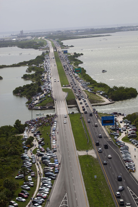 Crowds flock to the Space Coast to see the final shuttle launch in 2011. Credit: NASA