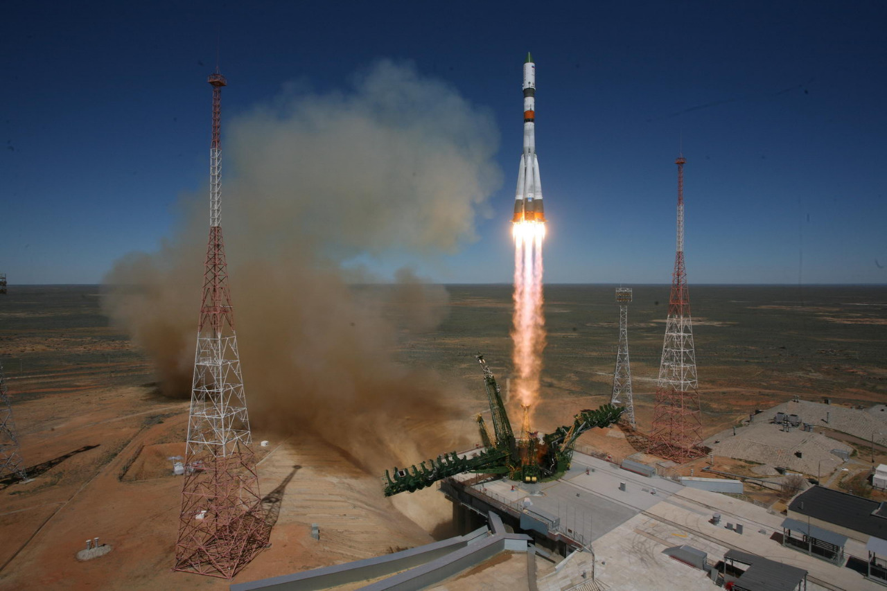 A Soyuz rocket lifts off from the Baikonur Cosmodrome in Kazakhstan with the Progress M-27M cargo craft, which tumbled out of control after reaching orbit. Credit: TsENKI