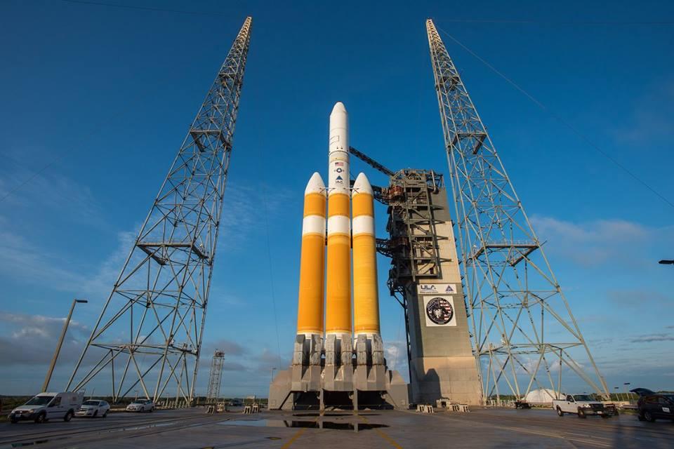 Photos: Gantry Retracted From Delta 4-Heavy