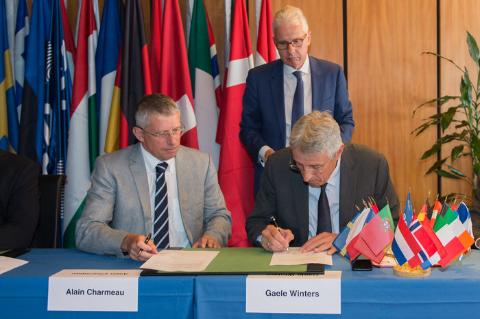 Alain Charmeau (left), CEO of Airbus Safran Launchers, and Gaele Winters (right), the European Space Agency's director of launchers, signed the development contract for the Ariane 6 rocket in August 2015. Credit: ESA–N. Imbert-Vier, 2015