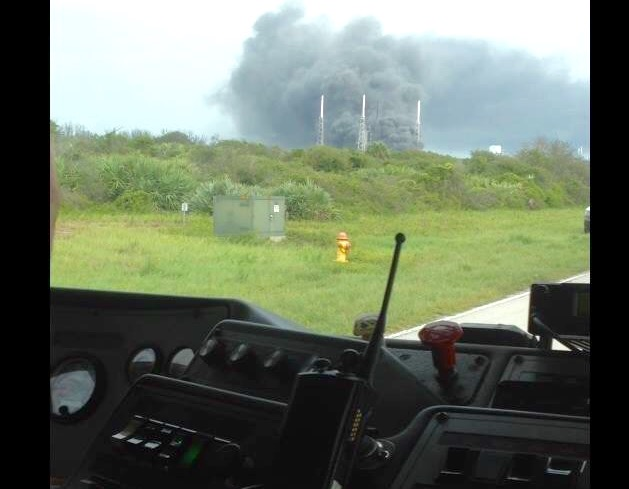 Smoke pours off Cape Canaveral's Complex 40 launch pad shortly after a Sept. 1 explosion. Credit: U.S. Air Force