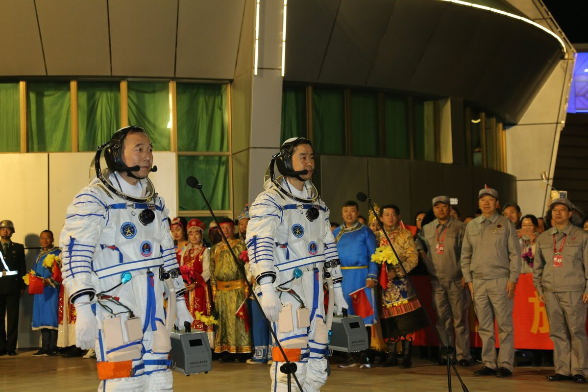 The Shenzhou 11 crew, Jing Haipeng (left) and Chen Dong (right), in their launch and entry spacesuits before heading to the launch pad. Credit: Xinhua