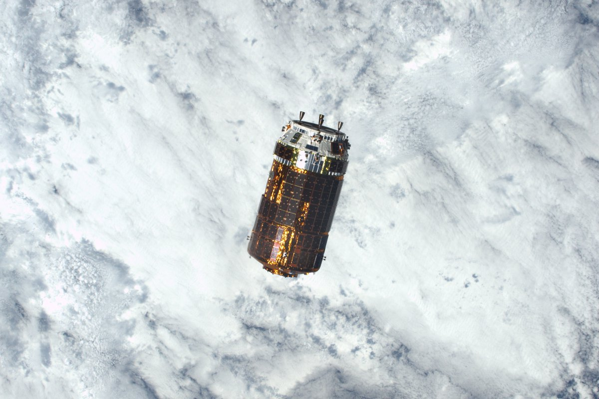 The HTV cargo craft pictured on final approach to the space station Tuesday. Credit: NASA/Shane Kimbrough